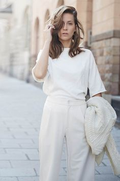All white outfit // summer Street Style Fashion Street Style Outfits, Looks Street Style, Street Style Summer, Mode Outfits, Looks Style, Chic Outfits, Spring Outfits, Woman Outfits, Outfit Summer