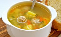 How to cook a delicious soup with meatballs and the addition of semolina. Meatball Soup, Homemade Facials, Home Recipes, Cheeseburger Chowder, Carrots, Main Dishes, Good Food, Food And Drink, Cooking