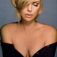 Charlize Theron, Christina Richie, Photo Mannequin, Amazing Women, Beautiful Women, Actrices Sexy, Atomic Blonde, Best Portraits, Dark Photography