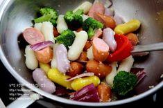 까르보나라떡볶이-한 번 손대면 멈출 수가 없는~~ 완전 맛있는 크림소스 떡볶이...^^ : 네이버 블로그 Fruit Salad, Sausage, Meat, Food, Food Food, Fruit Salads, Sausages, Essen, Meals