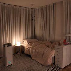 Best Minimalist Bedroom Decoration Ideas For You Apartment Room, Room, Minimalist Room, Home Bedroom, Dorm Room Inspiration, Small Room Bedroom, Small Bedroom, Bedroom Decor, Dream Rooms