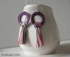 Pendientes de la borla multicolor tribal pendientes Purple flecos pendientes ganchillo