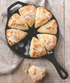 Low Unwanted Fat Cooking For Weightloss Lemon-Buttermilk Scones Iron Skillet Recipes, Cast Iron Recipes, Skillet Meals, Crab Cakes, Breakfast Recipes, Dessert Recipes, Desserts, Scone Recipes, Breakfast Scones