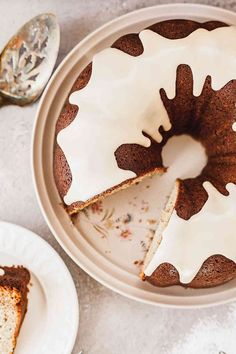 Banana Bundt Cake with Vanilla Glaze - A dense, sweet bundt cake topped with a simple, sweet glaze. Homemade Cake Recipes, Pound Cake Recipes, Cupcake Recipes, Baking Recipes, Dessert Recipes, Pound Cakes, Kitchen Recipes, Bundt Cake Glaze, Banana Bundt Cake