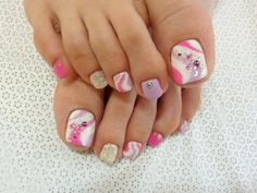 World Latest Fashion Trends Lifestyle News: Stylish Pedicure Nail Art Designs for Summer 2012 Toenail Art Designs, Pedicure Designs, Pedicure Nail Art, Toe Nail Art, Pedicure Ideas, Glitter Pedicure, Pink Pedicure, Toe Designs, Pink Nail