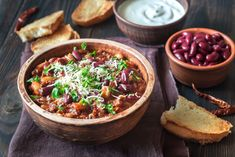 Buy Bowl of chili con carne by on PhotoDune. Bowl of chili con carne Spaghetti Bolognaise, Sauce Bolognaise, Empanadas, Ratatouille, Favorite Chili Recipe, Turkey Chili, Chili Recipes, Soups And Stews, Chili Con Carne