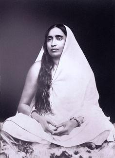 Sri Ramakrishna Paramahamsa's wife and spiritual companion Mother Saradha Devi. Spiritual Figures, Spiritual Path, Saints Of India, Indian Saints, Saraswati Goddess, Great Philosophers, Divine Mother, Yoga, Guided Meditation
