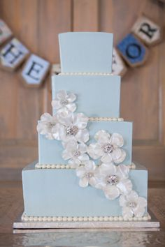 Baby blue with white flowers and accents by Evin Photography | Two Bright Lights :: Blog