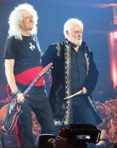 Brian May, Freddie Mercury, Screaming Girl, Brian Rogers, Queen Images, Roger Taylor Queen, Queens Wallpaper, Queen Ii, Queen Band