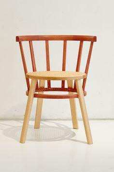윈저 디파트먼트 03 : 윈저 체어의 숨은 매력을 찾아가는 디자인 프로젝트 - 이미지 Art Furniture, Furniture Design, Small Chairs, Windsor Chairs, Sofa Chair, Interior Inspiration, Dining Chairs, Woodworking, Interior Design