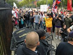 Vets Millon March moved to WhiteHouse where they delivered barricades 10/13/13
