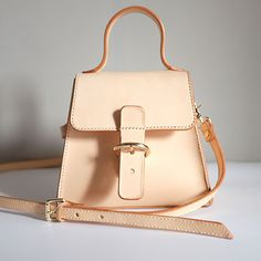 Genuine Leather vintage handmade shoulder bag crossbody bag handbag Source by Bags handbags Unique Handbags, Handmade Handbags, Cheap Handbags, Purses And Handbags, Luxury Handbags, Cheap Purses, Nice Purses, Popular Handbags, Fabric Handbags