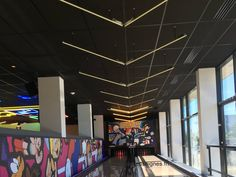 Animations Néon Salle de jeux Animation, Fabricant, Lyon, Bowling Ball, Custom Pc, Game Room, Dance Floors, Animation Movies, Motion Design