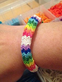 Rainbow loom this isn't mine but this is hexafish Level is ADVANCED Crazy Loom Bracelets, Loom Band Bracelets, Rubber Band Bracelet, Rainbow Loom Bracelets, Loom Love, Fun Loom, Rainbow Loom Patterns, Rainbow Loom Creations, Rubber Band Crafts