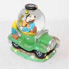 Snow globe Dingo DISNEY voiture verte boule à neige 8 cm