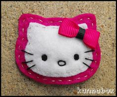 Link does not work, went directly to site, and it is in another language and very confusing; I could not find this, however I am pinning for the design- Hello Kitty Felt Hair Clips and Pins Needle Felted Animals, Felt Animals, Needle Felting, Felt Crafts, Fabric Crafts, Sewing Crafts, Barrettes, Hairbows, How To Make Headbands