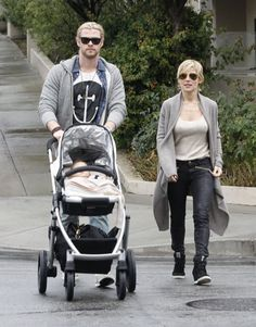 NLB: Celebs and Their Strollers - Chris Hemsworth http://www.pishposhbaby.com/uppababy-vista-2013.html