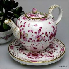 I ❤️ this teapot and plate!  ~