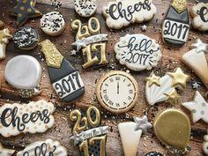 New Year's Eve cookies! New Year's Eve cookies! Fancy Cookies, Iced Cookies, Royal Icing Cookies, Holiday Cookies, Sugar Cookies, Cookies Et Biscuits, Bolacha Cookies, Galletas Cookies, New Years Eve Dessert