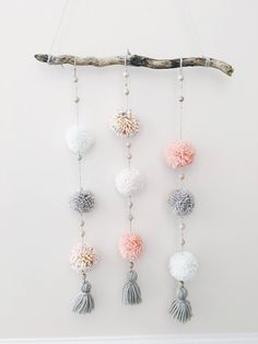 Pom Pom Wandbehang Wandkunst Boho Wandbehang Treibholz Wanddekoration Pom Po room room home decor lighting room decor room decor wall office decor ideas decoration design room Wall Hanging Crafts, Boho Wall Hanging, Diy Wall Decor, Boho Decor, Nursery Decor, Diy Hanging, Hanging Pom Poms, Homemade Wall Decorations, Boho Diy