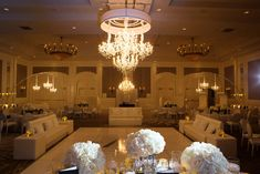 Candlelit wedding with chandeliers on arcs. Four Seasons Wedding by Las Vegas Wedding Planner Andrea Eppolito. Image by AltF Photography. Decor by DBD Vegas. Four Seasons Las Vegas, Corner Lighting, Las Vegas Today, Luxe Wedding, Las Vegas Weddings, Stationery Design, Event Design, Wedding Planner, Wedding Decorations