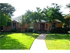 Photo of home for sale at 205 Hemlock Drive, Richardson TX