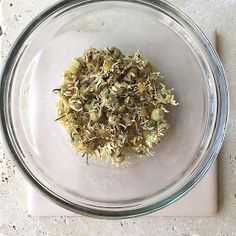 The Minted Maiden: Experiment: Chamomile to Lighten Hair Naturaly Lighten Hair, Lighten Hair Naturally, How To Lighten Hair, Lightening Dark Hair, Dry Hair, Experiment, Home Remedies, How To Dry Basil