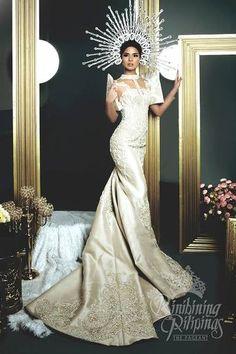 LOOK: Die Bb Pilipinas 2017 Kandidaten in atemberaubenden Trachten Maria Clara Dress Philippines, Philippines Dress, Philippines Fashion, Philippines Culture, Modern Filipiniana Gown, Filipiniana Wedding, Bridal Dresses, Wedding Gowns, Prom Dresses