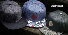 Dass Djinn's mit ihren detailreichen Caps zur Headwear-Elite gehören, ist längst kein Geheimnis mehr! Jetzt hat die Streetstyle-Brand die modernsten Materialien mit angesagten Designs kombiniert, um drei SNIPES exklusive Snapback-Caps zu kreieren, die du in unserem Onlineshop und einem SNIPES Store in deiner Nähe bekommst. #snipes #snipesknows #djinns #caps #headwear