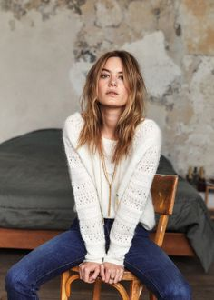 White jumper that I like - Colour combinations fashion - Winter Mode Style Désinvolte Chic, Her Style, Camille Rowe Style, Style Parisienne, White Jumper, Mode Plus, French Chic, Looks Style, Parisian Style