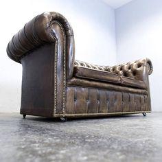 antik bútor, chesterfield stílusú bőr fotel Chesterfield Sofas, Cigar Room, Office Ideas, Vintage Designs, Furniture Ideas, Accent Chairs, Shabby Chic, Home Decor, Upholstered Chairs