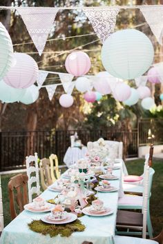 PETIT POSH EVENTS Alice's Traveling Tea Party PHOTOGRAPHY BY MEDA