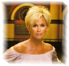 Lorrie Morgan Hairstyles | Lorrie performing live at The Grande Ole Opry 2009