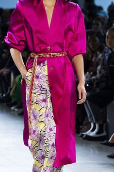 Claudia Li at New York Fashion Week Spring 2019 - Details Runway Photos Fashion Now, Fashion Outfits, Claudia Li, Ss 17, Wrap Dress, Summer Outfits, Women's Trends, Runway, Sari