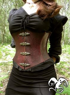 Waist cincher by ~Noir-Azur on deviantART Steampunk Fashion Women, Steampunk Clothing, Steampunk Corset, Leather Lingerie, Leather Corset, Corset Belt, Renaissance Corset, Renaissance Fair, Celtic Clothing