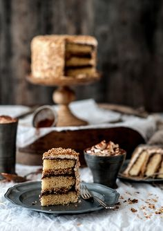 fräulein glücklich: So schön kann der Winter sein { Vanille-Kokostörtchen mit ausreichend Schokosahne und karamellisierten Kokosflocken }