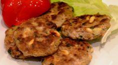 KÖRİLİ KÖFTE (KÖRİLİ KÖFTE (Kotleciki z curry i orzechami piniowymi)