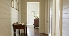 Wood panelling and creamy tones. http://www.stylishlivablespaces.com/house-of-the-week/house-of-the-week-jackie-os-country-retreat#Jackie o Kangaroo Valley hallway