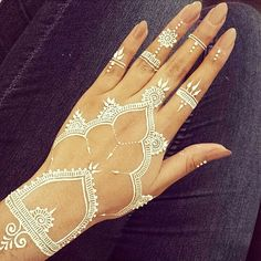 Loving this white henna design created by @Aroosa_Shahid, so ...