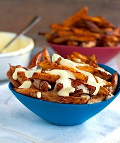Spicy Baked Fries with Garlic Cheese Sauce | #glutenfree #grainfree #vegetarian