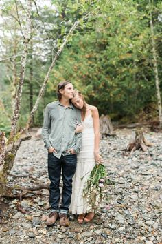 Photography: Ivy And Gold - www.ivyandgold.com  Read More: http://www.stylemepretty.com/2015/01/12/rainy-oregon-wilderness-engagement-session/