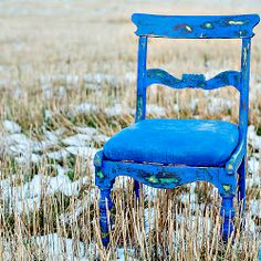 BLUE!!! Layering Vintage look!  Vintro kalkmaling er premium og superlettvint for maling av møbler! Utrolig holdbar, dekker på 1-2 strøk. Og ingen forbehansling som pussing eller sliping er helt perfekt! Fremgangsmåte for samme look som kommoden m.fl. #vintrokalkmaling #kalkmaling #stol #møbelmaling #malemøbler #vintage #redesign #gjenbruk #diy #blå #forhandler #chalk #paint