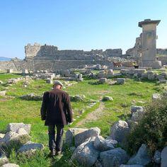 Früher half er den Archäologen in Xanthos jetzt führt er in seiner Freizeit in der Pension Besucher durch die Ruinen der 3.000 Jahre alten Stadt. - - - #Xanthos #Türkei #TürkeiReiseblog #TürkeiUrlaub #Türkei2017  #Weltenbummler #Wanderlust #Sehenswert #InstaReisen #InstaReise #InstaUrlaub #Reisefieber #Reiselust #Reisetipps #Reisefotografie #Reisenmachtglücklich  #Reise #Reisen #Urlaubsreif #Urlaubserinnerung #Urlaubsfoto #urlaubsgefühle #Urlaub #Urlaub2017 #Sommer2017 #Sehenswürdigkeit…