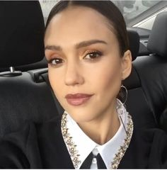 Jessica Alba's Makeup Is the Easy, Sexy Look You Need to Try Tonight