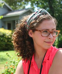 Curly Hair Summer Lookbook ft. @ModCloth hair accessories! This vintage-inspired turban headband is great for sprucing up your curly tresses!