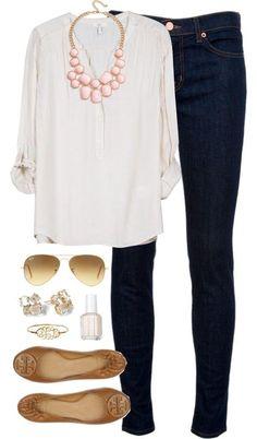 Calças ganga escura + camisa branca + sapatos camel + fio rosa