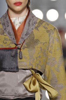 """make a japanese style """"home""""-jacket out of blue deco-fabric, maybe?"""