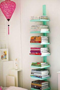 Bir çıta bul, üstüne 5-6 raf çak... Klasik ve moderni daha iyi, birleştiren bir kitaplık varsa söyle beraber alalım.