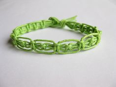 Pattern and tutorial for green macrame bracelet by Knotonlyknots