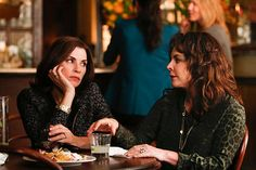 Alicia (Julianna Margulies, left) gets some unexpected help from her mother, Veronica (Stockard Channing, right. Photo: Craig Blankenhorn/CBS CBS Broadcasting Inc. All Rights Reserved Josh Charles, Stockard Channing, Matt Czuchry, Julianna Margulies, Biological Parents, Good Lawyers, Good Wife, Episode 5, The Chic